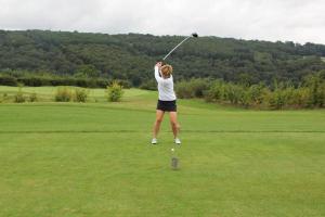 golf-trophy-2021-21